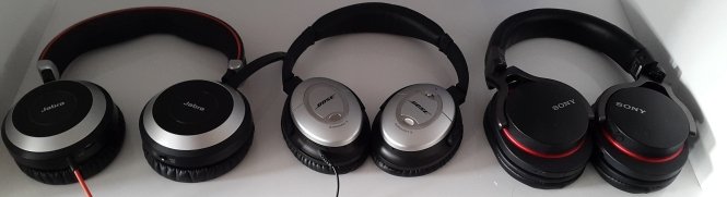 It lacks deep bass but has good tone quality and treble compared to my Bose noise cancel headset and Sony MBR bluetooth headset, which has the best headset quality I have ever heard